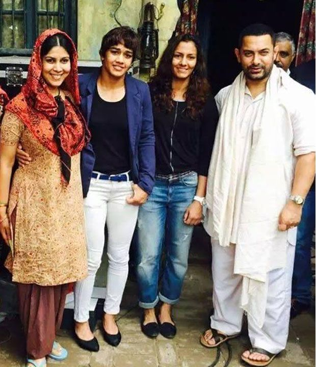 Day 1 of Dangal: Aamir Khan poses with Phogat sisters and Sakshi Tanwar