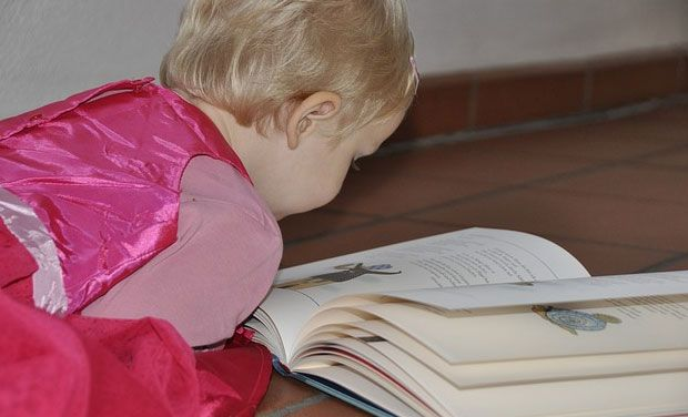 Kids whose fathers read to them go on to have better language skills