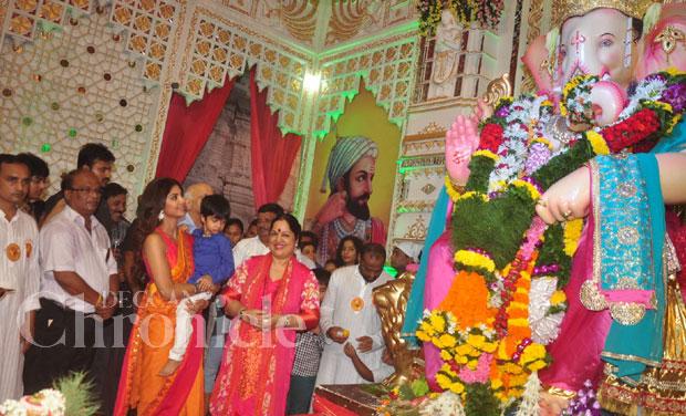 Sunil Shetty, Shilpa and son Viaan visit Ganpati pandals