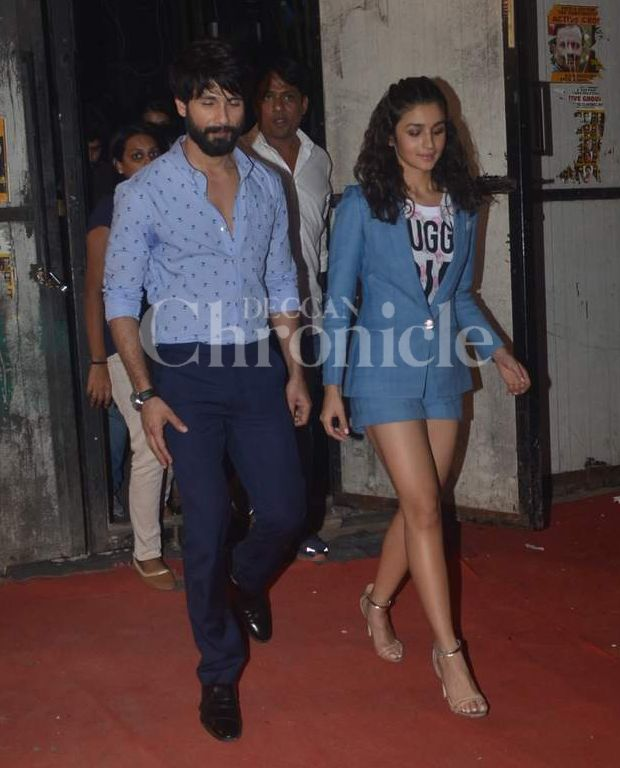 "Shahid and Alia advance ""Shaandaar"" on Farhan's appear 'I Can Do That'"