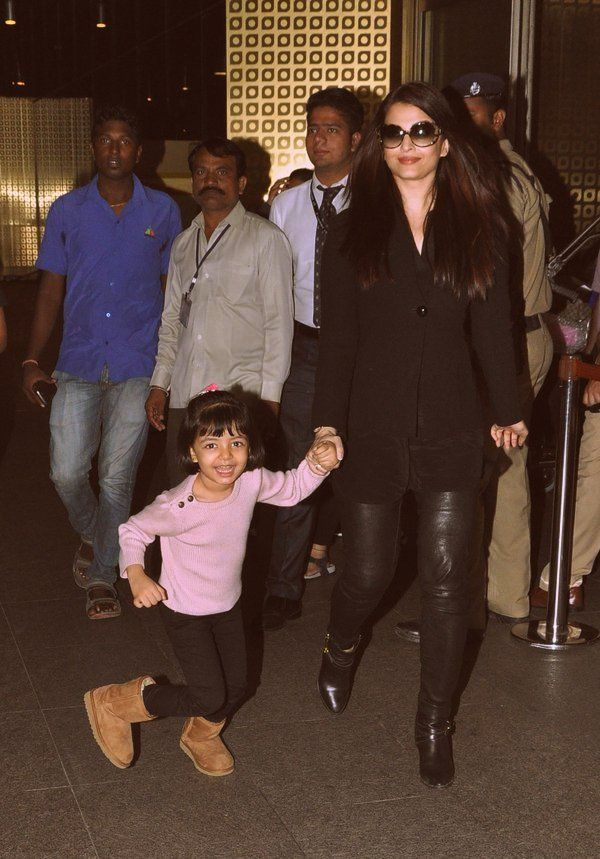 Aishwarya Rai Bachchan returns back to Mumbai with Aaradhya close behind