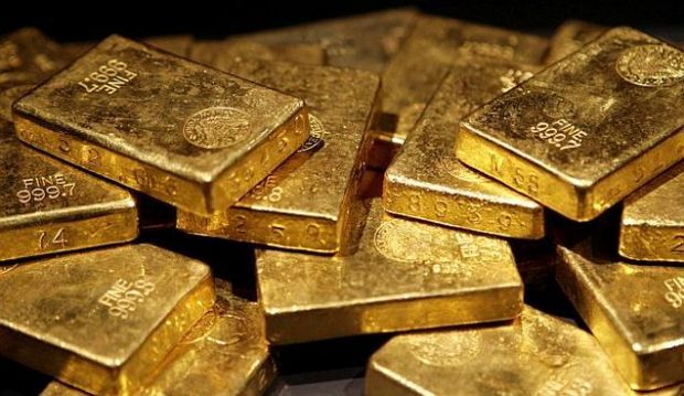 Cops arrest 4, seize 4.19 kg gold, cash