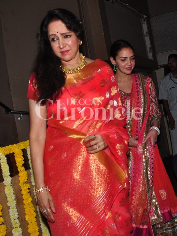 Mother-daughter duo Hema and Esha attend dance event 'Jaya Smriti'
