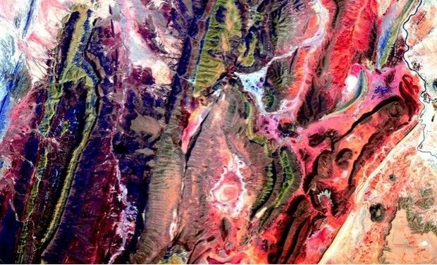 An ISS astronaut posts art-like pictures of Earth on Twitter