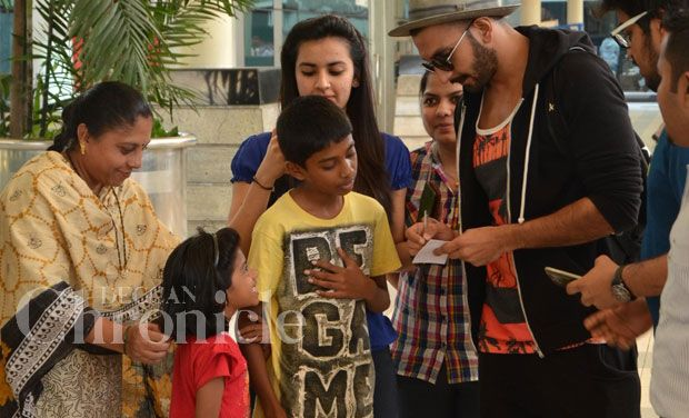 'Humble' Ranveer Singh stops to talk and sign autographs for kiddie fans