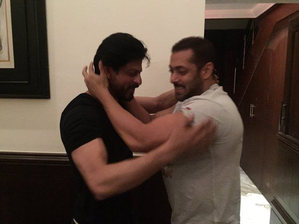 """At the point when Salman Khan taught few """"Dangal"""" moves to Shah Rukh Khan"""