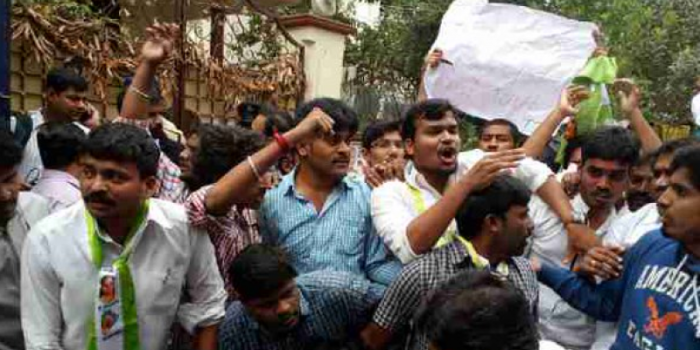 Fresh protests in Hyderabad over Dalit scholar's suicide, Rahul to visit HCU