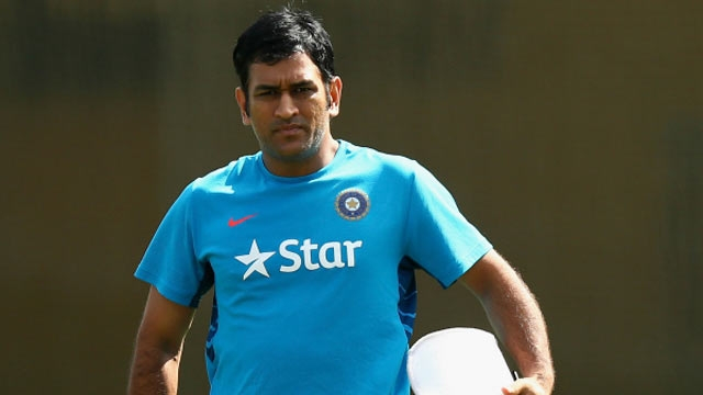 Match-fixing allegations: MS Dhoni threatens to file Rs 100 crore defamation case against Hindi daily