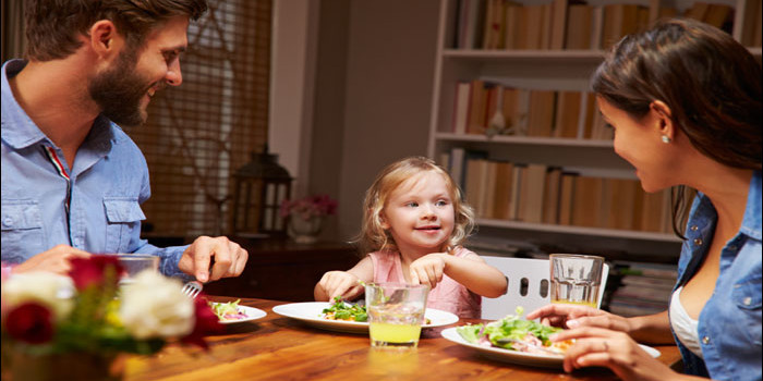 Talk to your kids at dinner time and keep them fit | NEWS ...