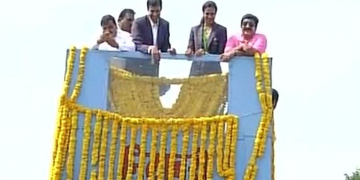 PV Sindhu gets grand welcome in Hyderabad, travels in open-top bus