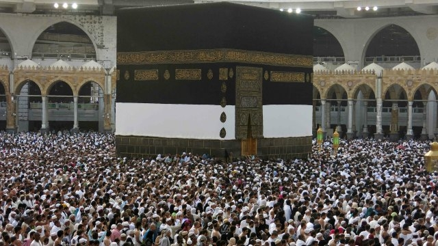 Nearly 1.5 million people begin annual hajj in Saudi Arabia