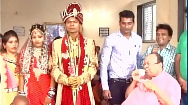 Demonetization: Surat couple gets married with just Rs 500!