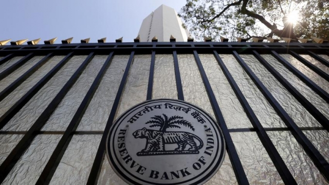 Lenders can deposit Rs 500, 1000 notes with designated currency chests: RBI