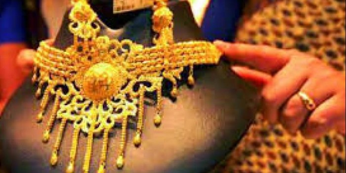 Gold futures spurt Rs 207 on global cues