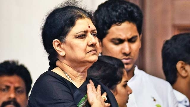 'Not going to change even a word': Supreme Court asks Sasikala to surrender immediately