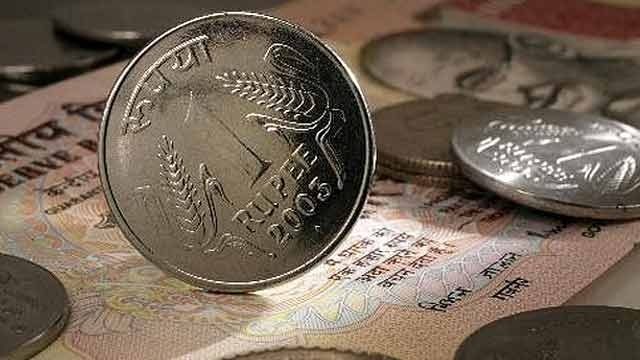 Dollar stumbles, rupee recovers by 8 paise
