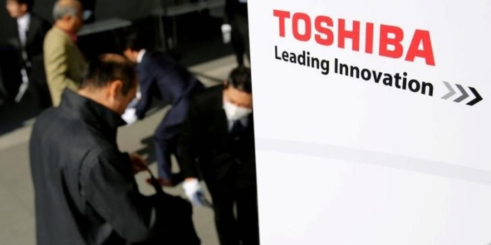 Toshiba Said to Be Under Pressure to Consider Plan B as Chip Sale Falters